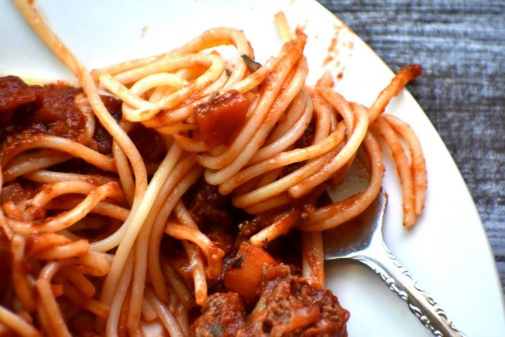 spaghetti and meat sauce on a plate