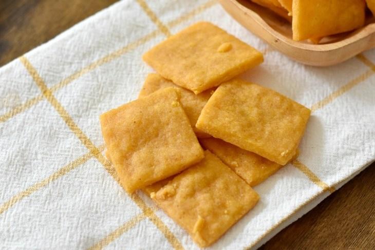 Gluten Free and Vegan Cheese Crackers
