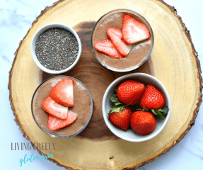 chocolate chia pudding with fruit