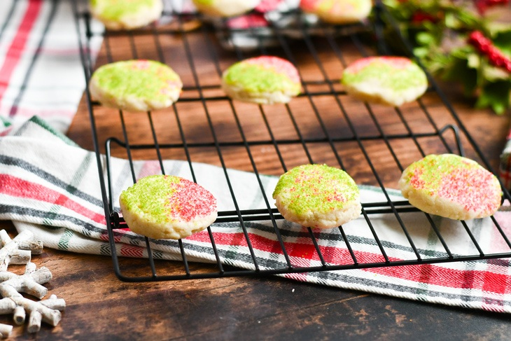 vegan shortbread cookies on a cooling rack on a table